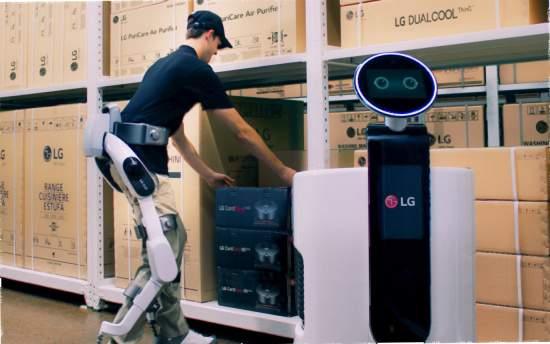 LGrozpoczynanowąepokęrobotykiopartejosztucznąinteligencjąiprezentujerobotaCLOiSuitBot